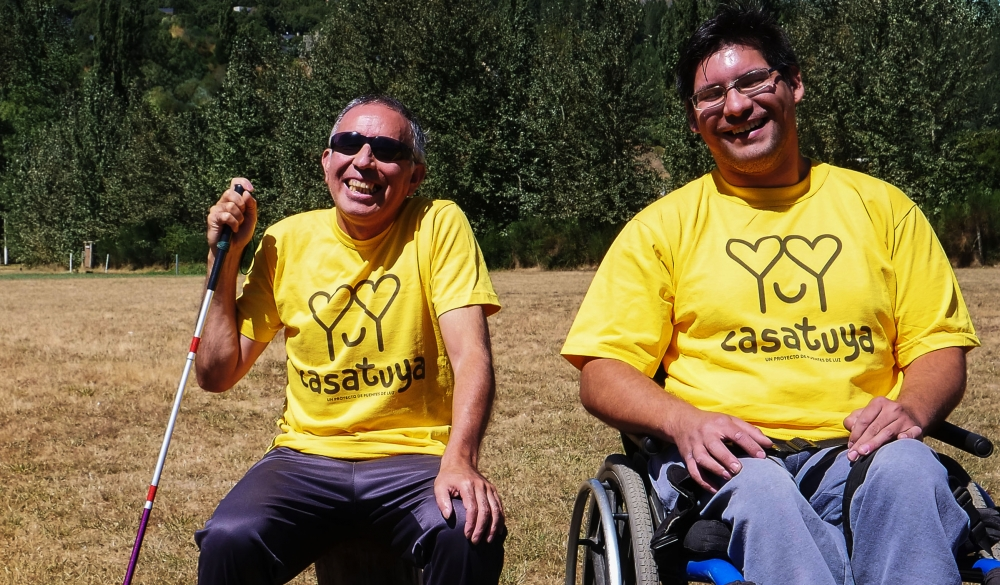 Con las remeras de CASATUYA, el proyecto con el que buscan darles un hogarpropio  a personas con discapacidad